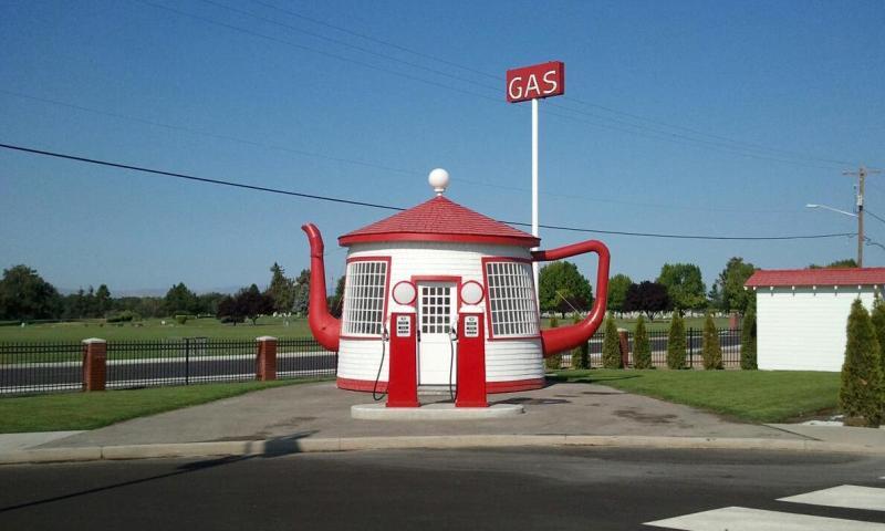 Teapot_Dome_Service_Station_1