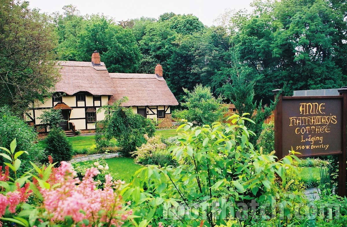 Anne Hathaway Thatch Cottage Replica (Bed and Breakfast in Staunton VA)